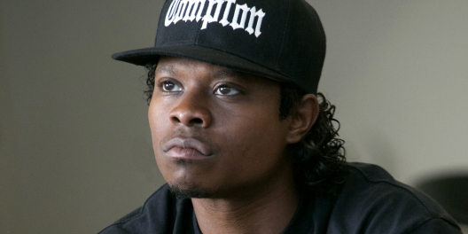 Jason-Mitchell-as-Eazy-E-in-Straight-Outta-Compton1